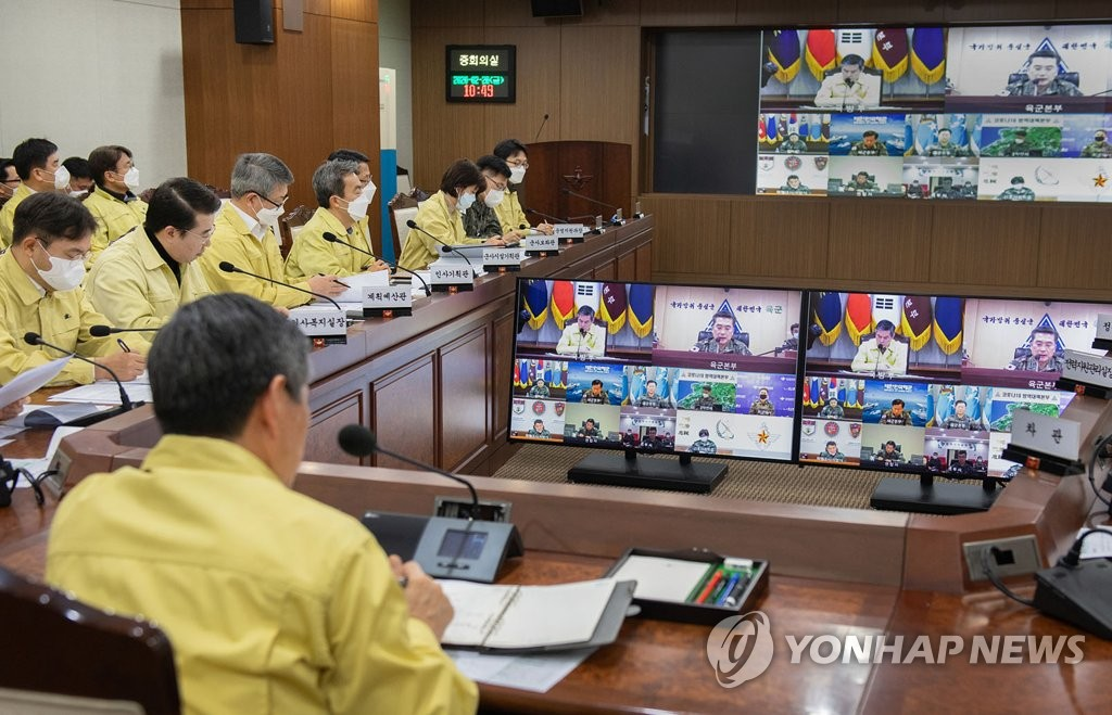 This photo, provided by the defense ministry, shows a video meeting of top commanders, presided over by Defense Minister Jeong Kyeong-doo, at its headquarters in Seoul on Feb. 28, 2020. (PHOTO NOT FOR SALE) (Yonhap)