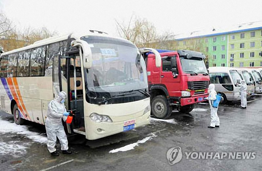 North Korean quarantine officials disinfect vehicles in northern Jagang Province in this photo captured from the homepage of the Rodong Sinmun on March 8, 2020. (PHOTO NOT FOR SALE) (Yonhap)