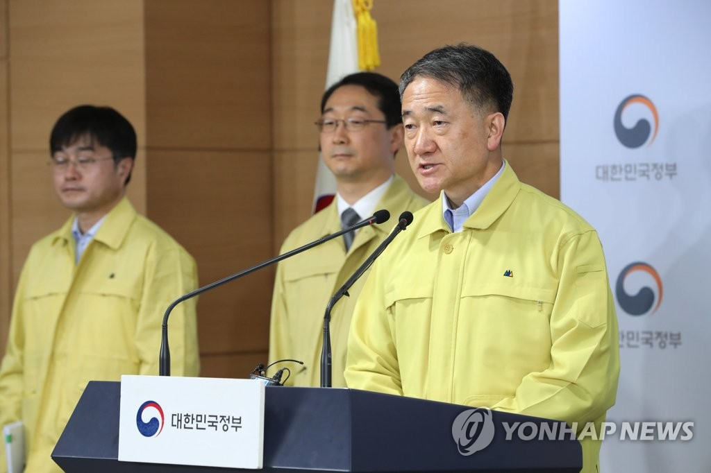 In this photo taken on March 8, 2020, Health and Welfare Minister Park Neunghoo delivers a briefing on the government's responses and plans to contain the spreading coronavirus outbreak at a government complex building in Seoul. (Yonhap)