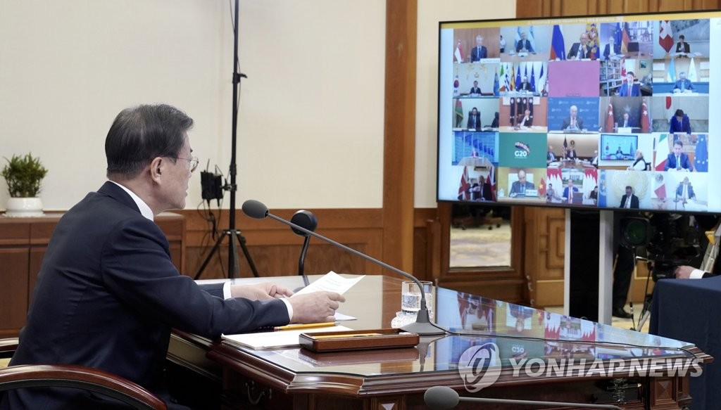 South Korean President Moon Jae-in talks with foreign leaders at his office in Seoul during a G-20 teleconference on March 26, 2020, in this photo provided by Cheong Wa Dae. (PHOTO NOT FOR SALE) (Yonhap)