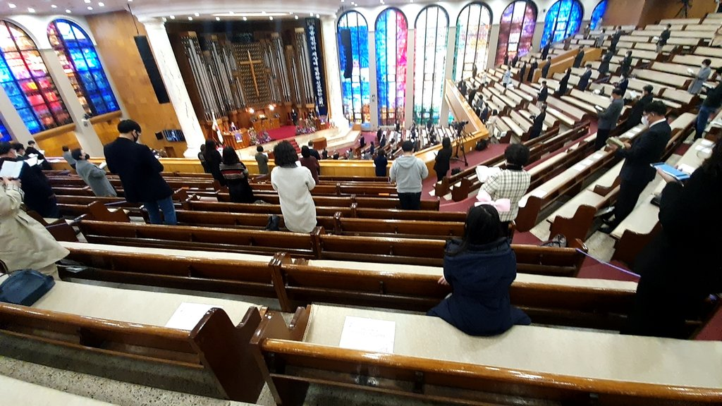 This photo, taken on March 29, 2020, shows church followers sitting apart from each other at Kwanglim Church in the southern Seoul ward of Gangnam. (Yonhap)