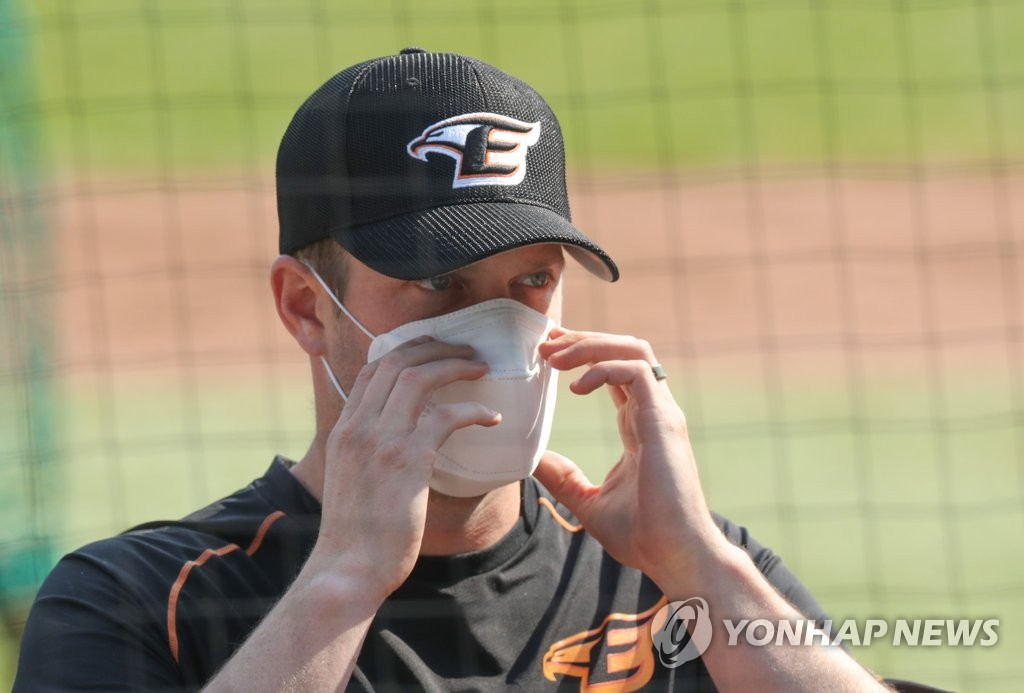 In this file photo from April 9, 2020, Chad Bell of the Hanwha Eagles adjusts his mask while speaking to reporters at Hanwha Life Eagles Park in Daejeon, 160 kilometers south of Seoul. (Yonhap)