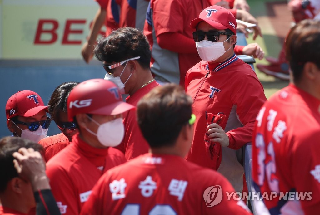 In this file photo from April 29, 2020, members of the Kia Tigers wear masks during a Korea Baseball Organization preseason game against the Samsung Lions at Daegu Samsung Lions Park in Daegu, 300 kilometers southeast of Seoul. (Yonhap)
