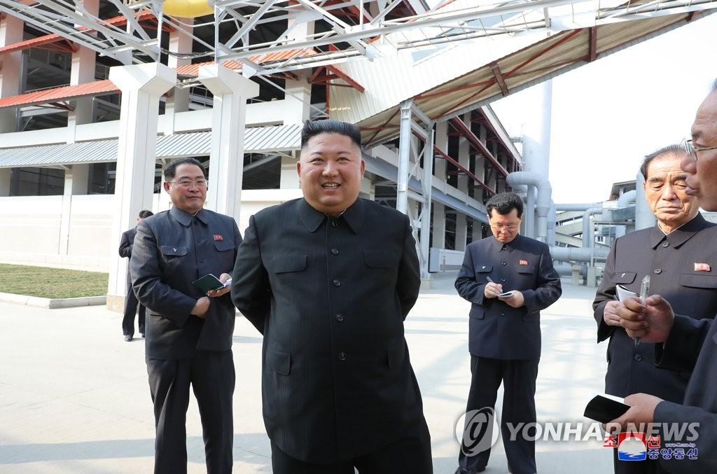 김정은, 20일 만에 공개활동…어제 비료공장 준공식 참석