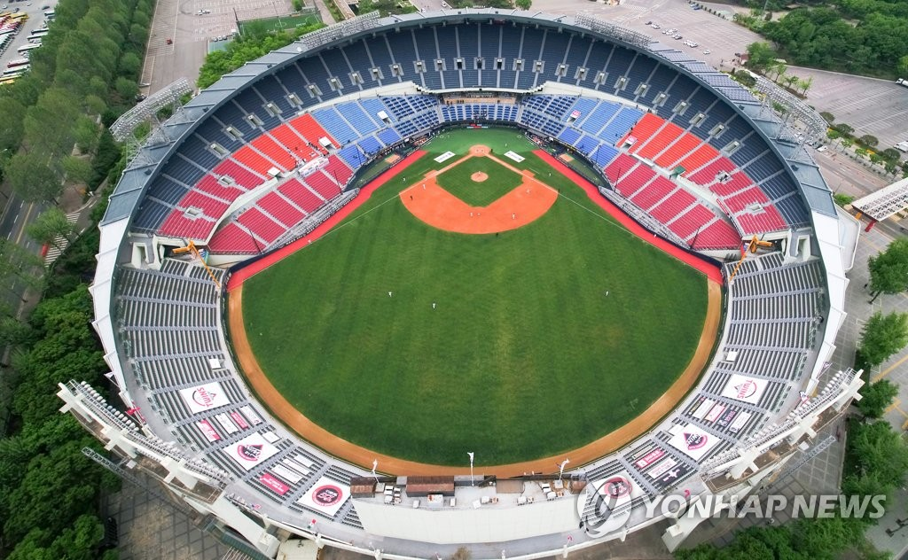 In this file photo from May 5, 2020, a Korea Baseball Organization regular season game between the Doosan Bears and the LG Twins is played at an empty Jamsil Baseball Stadium in Seoul. (Yonhap)