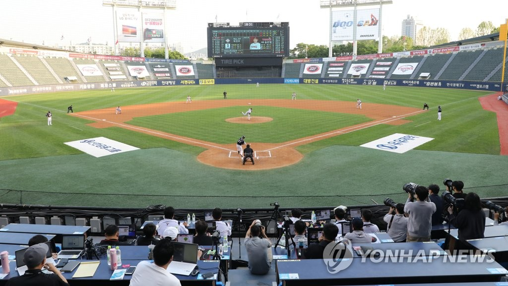 Photographers and scouts take in a Korea Baseball Organization regular season game between the Doosan Bears and the LG Twins at Jamsil Stadium in Seoul on May 6, 2020. (Yonhap)