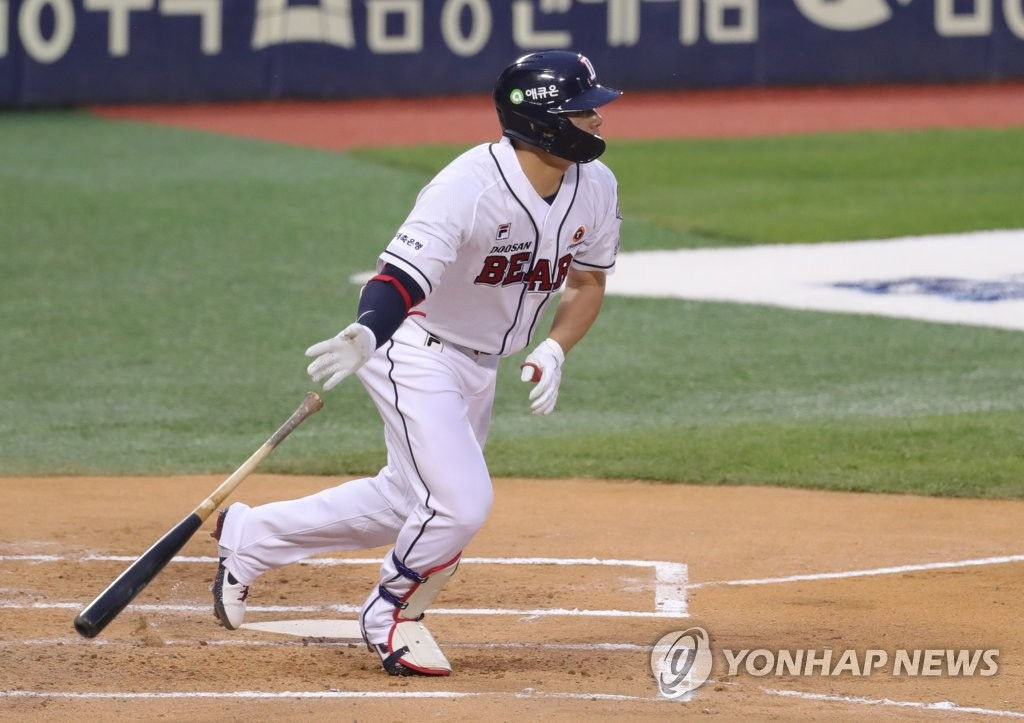 Kim Jae-hwan of the Doosan Bears watches his RBI single against the KT Wiz during a Korea Baseball Organization regular season game at Jamsil Stadium in Seoul on May 8, 2020. (Yonhap)