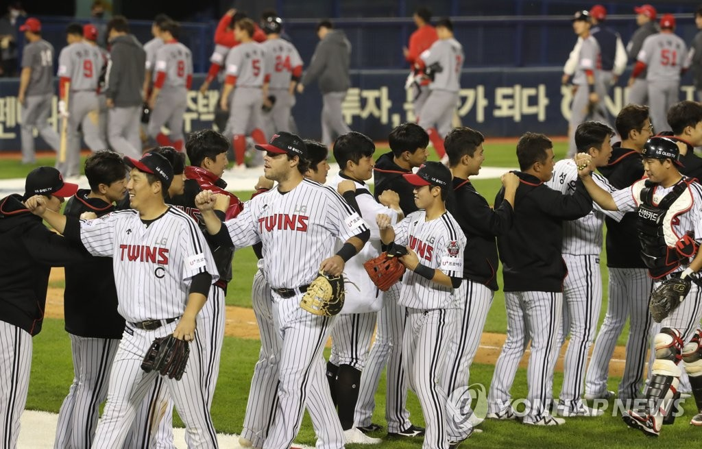In this file photo from May 13, 2020, members of the LG Twins celebrate their 14-2 victory over the SK Wyverns in a Korea Baseball Organization regular season game at Jamsil Stadium in Seoul. (Yonhap)