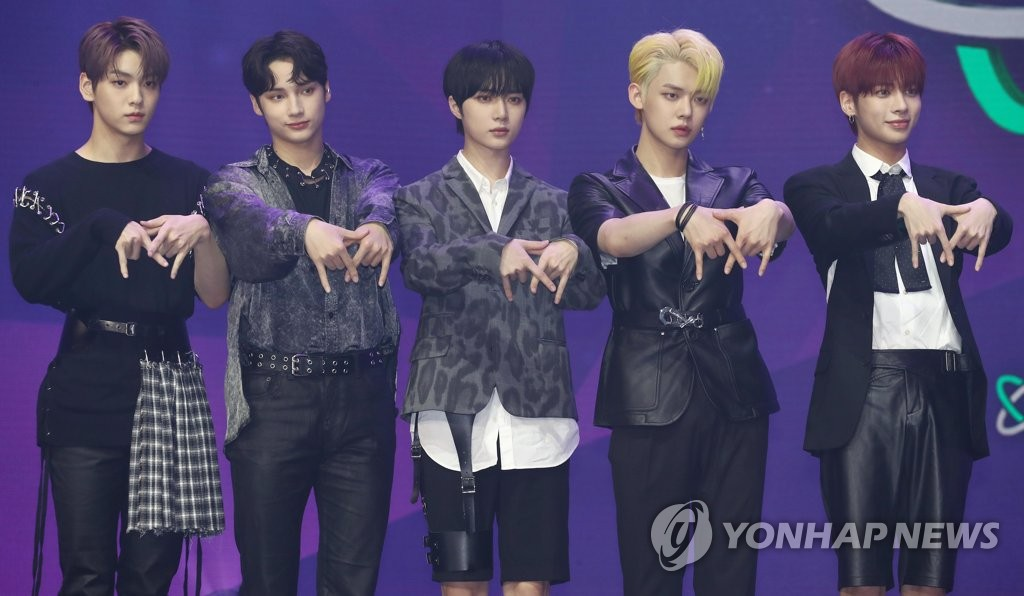 "K-pop boy band Tomorrow X Together pose for photos on stage during a media showcase for its new EP album, ""The Dream Chapter: Eternity,"" at Yes 24 Live Hall in eastern Seoul on May 18, 2020. (Yonhap)"