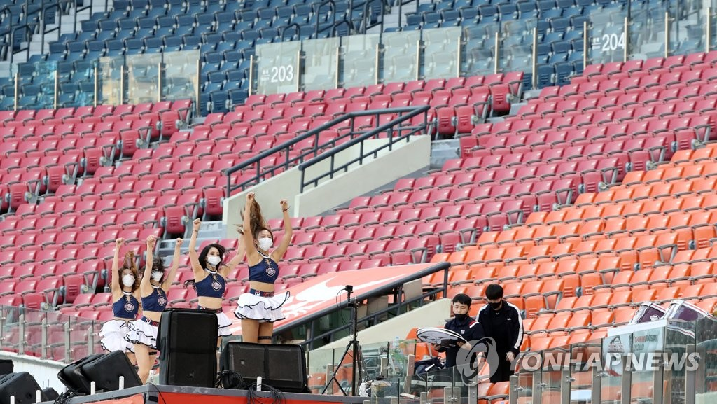 KBO's plan to bring back fans on hold amid enhanced quarantine measures