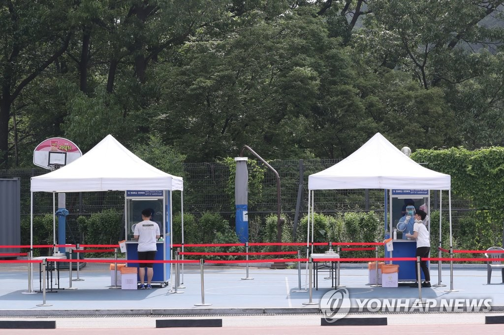 This photo taken June 3, 2020, shows walk-thru virus testing facilities at a high school in Seoul. (Yonhap)