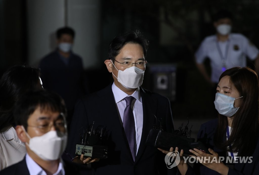 This file photo taken on June 8, 2020, shows Samsung Electronics Vice Chairman Lee Jae-yong leaving a Seoul court after attending his arrest warrant hearing. (Yonhap)