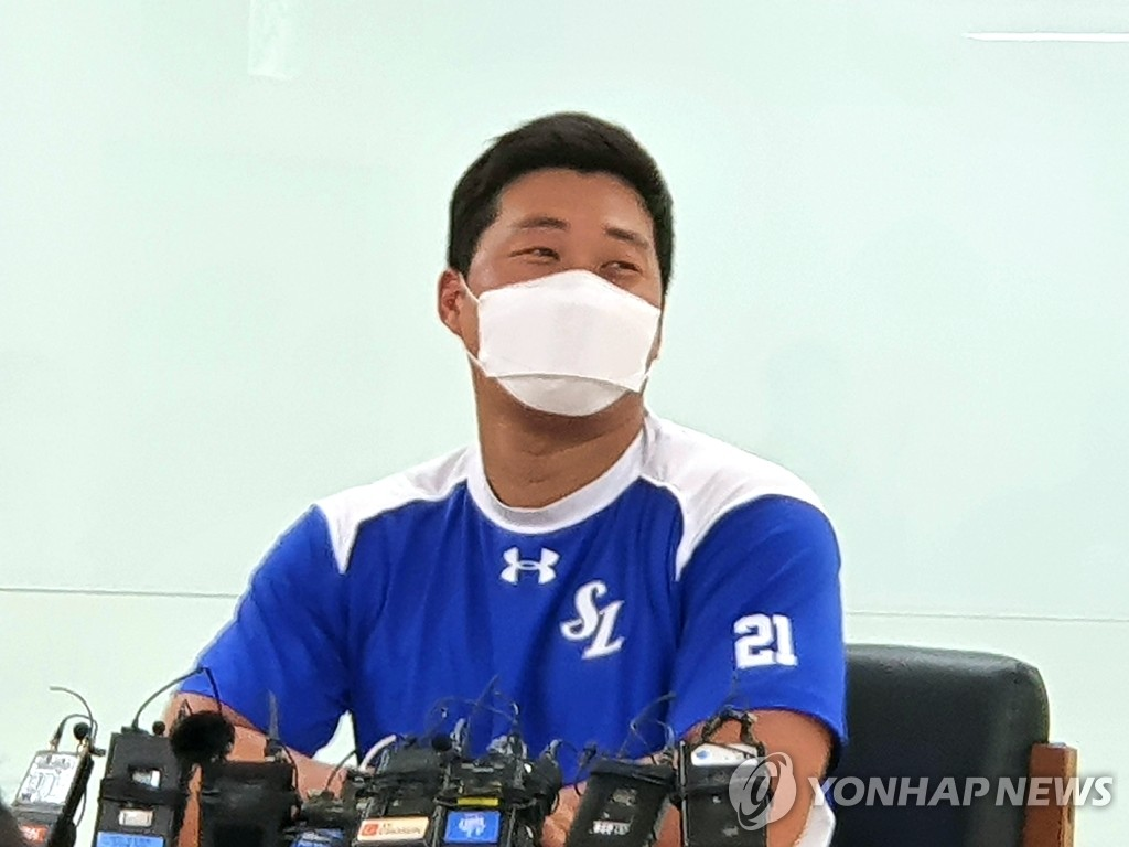 Oh Seung-hwan of the Samsung Lions speaks at a press conference at Daegu Samsung Lions Park in Daegu, 300 kilometers southeast of Seoul, on June 9, 2020, ahead of a Korea Baseball Organization regular season game against the Kiwoom Heroes. (Yonhap)