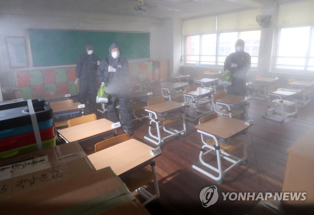 Quarantine officials disinfect a classroom at an elementary school in Daejeon, 164 kilometers south of Seoul, on June 30, 2020, as one of its students was infected with the new coronavirus. (Yonhap)