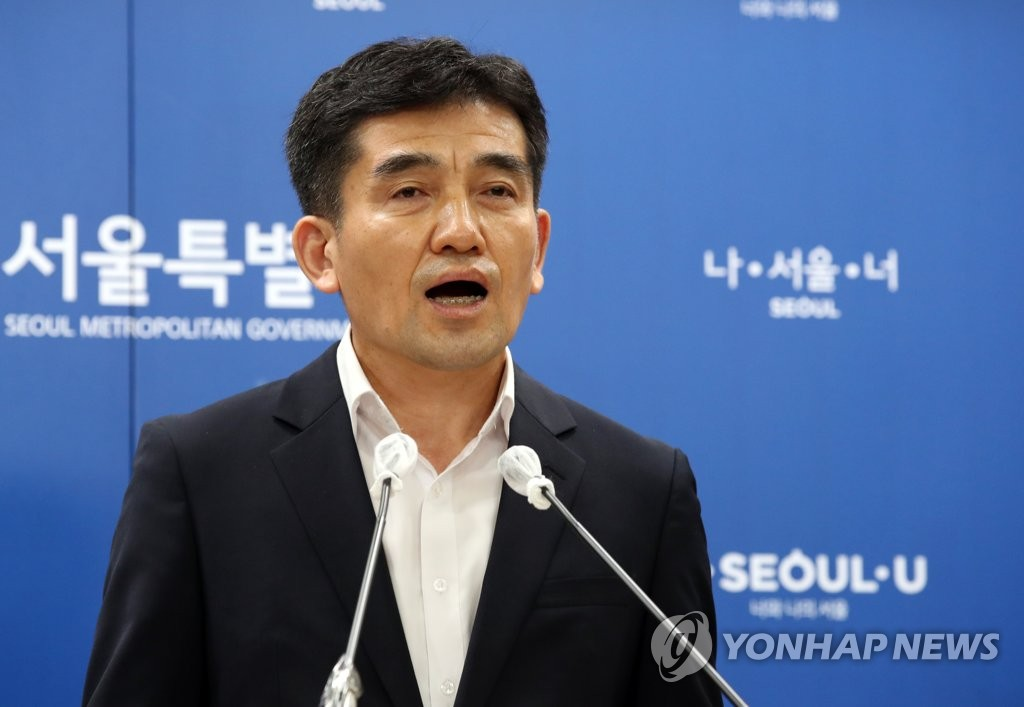 Seoul metropolitan government spokesperson Hwang In-sik speaks during a press conference at City Hall in central Seoul on July 15, 2020. (Yonhap)