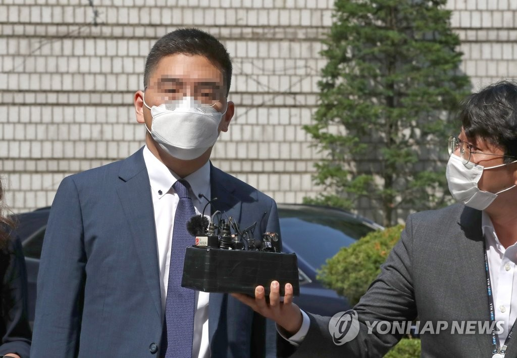 Lee Dong-jae, a former TV reporter suspected of colluding with a ranking prosecutor, appears at the Seoul Central District Court in southern Seoul on July 17, 2020, for an arrest warrant hearing. The court granted the prosecution's request to formally detain him.