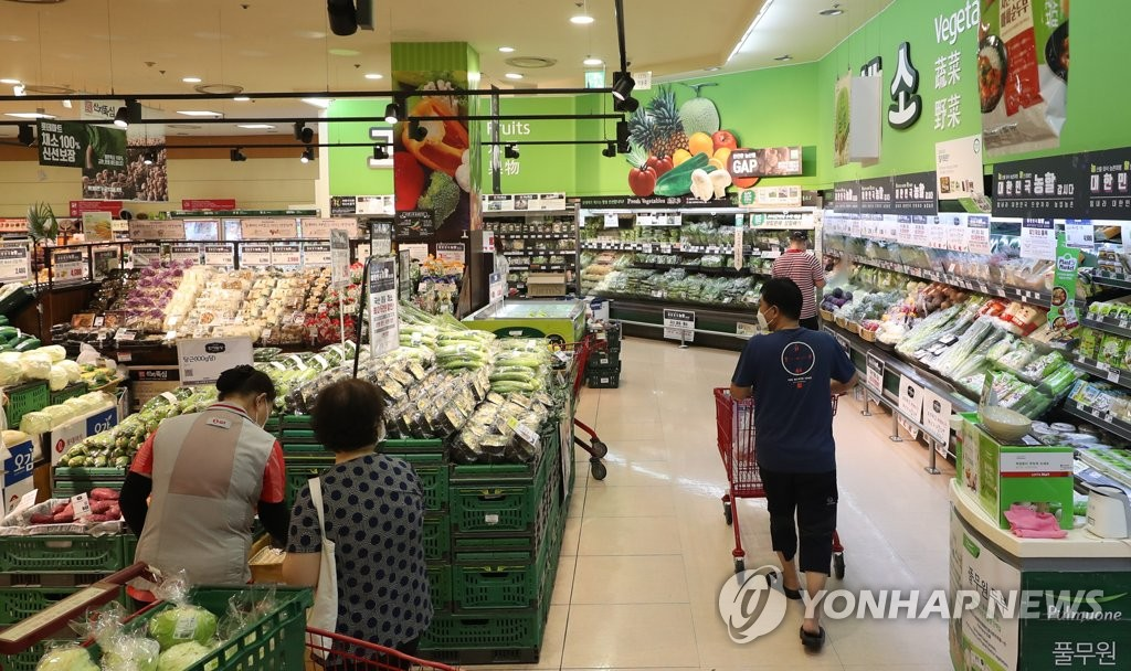 This file photo, taken Aug. 4, 2020, shows citizens shopping for groceries at a large discount store chain in Seoul. (Yonhap)