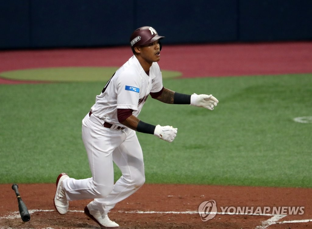 In this file photo from Aug. 20, 2020, Addison Russell of the Kiwoom Heroes watches the flight of his single against the LG Twins in the bottom of the third inning of a Korea Baseball Organization regular season game at Gocheok Sky Dome in Seoul. (Yonhap)