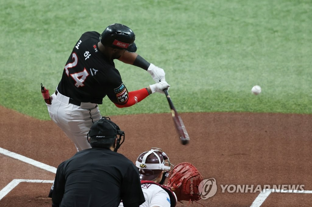 In this file photo from Sept. 6, 2020, Mel Rojas Jr. of the KT Wiz hits a single against the Kiwoom Heroes in the top of the first inning of a Korea Baseball Organization regular season game at Gocheok Sky Dome in Seoul. (Yonhap)