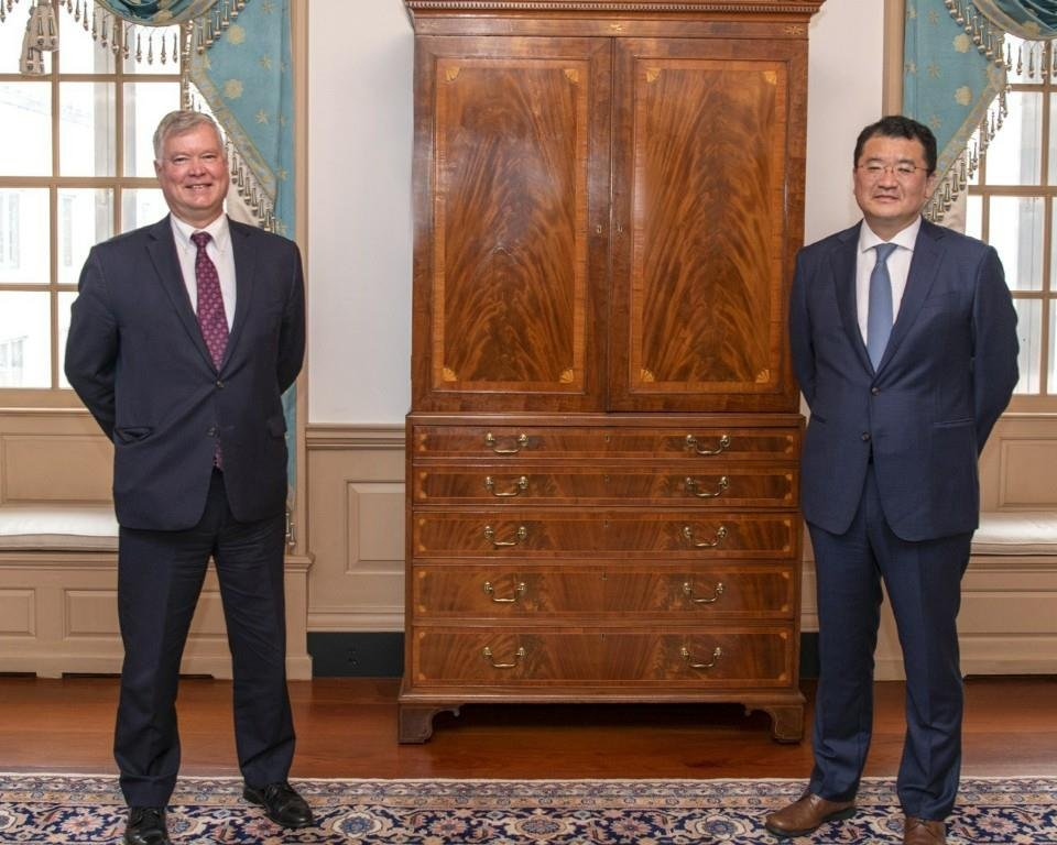 U.S. Deputy Secretary of State Stephen Biegun (L) poses with his South Korean counterpart, Choi Jong-kun, during their meeting in Washington on Sept. 10, 2020, in this photo provided by South Korea's Foreign Ministry. (PHOTO NOT FOR SALE) (Yonhap)
