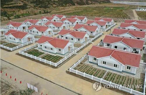 북한 함경남도 태풍 피해지역에 새로 세운 주택들