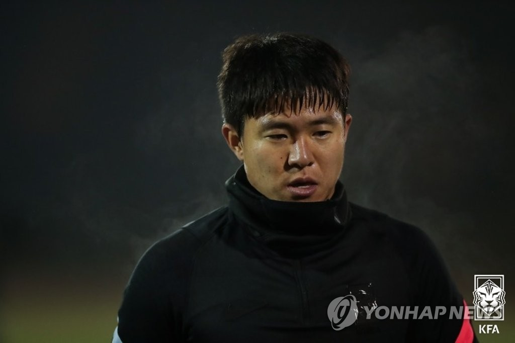 South Korean midfielder Kwon Chang-hoon trains with the men's national football team at BSFZ-Arena at Maria Enzersdorf-Sudstadt in Maria Enzersdorf, Austria, on Nov. 9, 2020, in this photo provided by the Korea Football Association. (PHOTO NOT FOR SALE) (Yonhap)