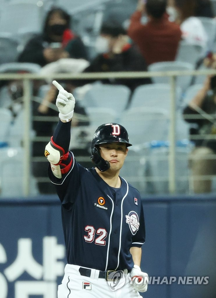 Kim Jae-hwan of the Doosan Bears celebrates his RBI single against the KT Wiz in the top of the fifth inning of Game 2 of the Korea Baseball Organization second-round postseason series at Gocheok Sky Dome in Seoul on Nov. 10, 2020. (Yonhap)
