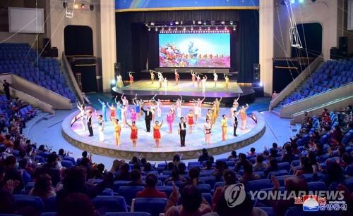 '어머니날' 맞아 다양한 공연 펼치는 북한 예술단