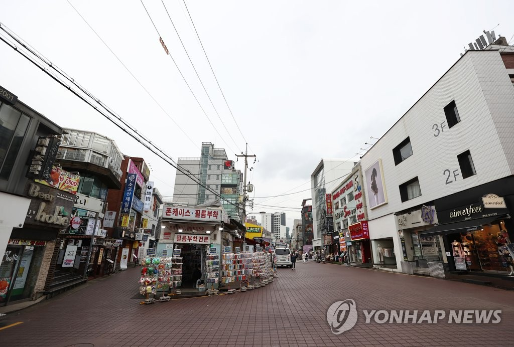 Hongdae nearly empty amid pandemic