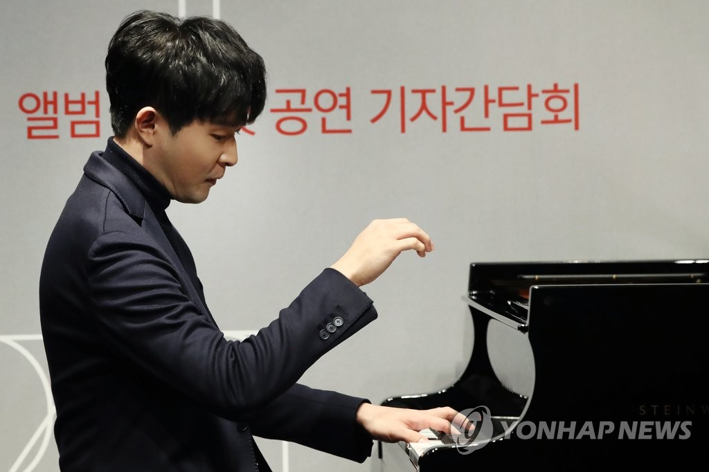 Pianist Sunwoo Yekwon performs Mozart during a media showcase held in ODE Port in southern Seoul on Nov. 24, 2020. (Yonhap)