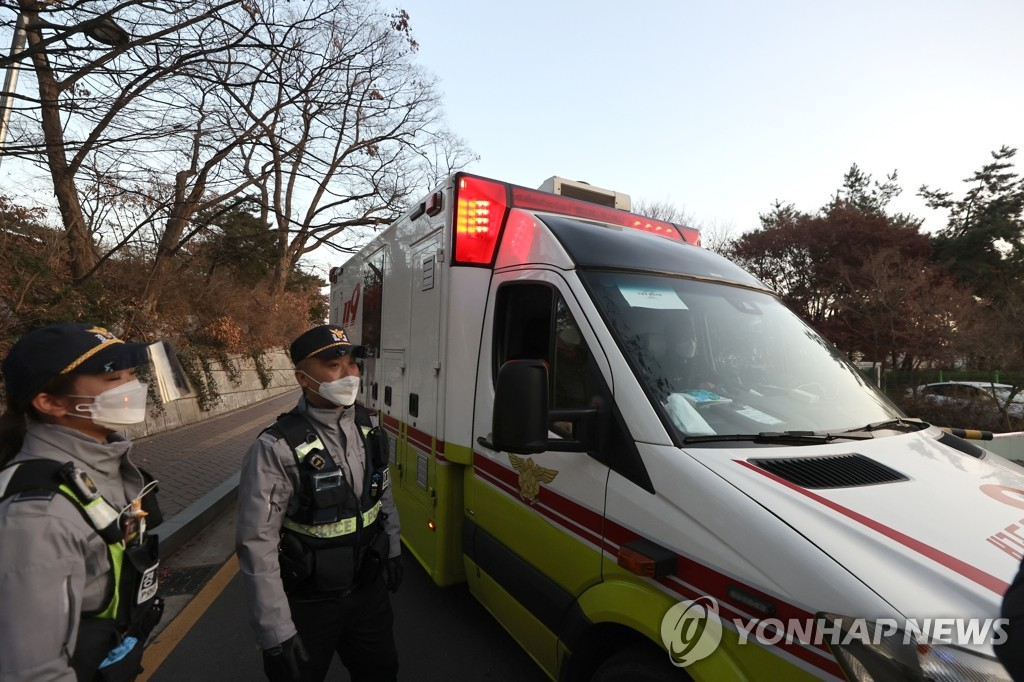 An ambulance enters a medical facility in Seoul that has been designated as a College Scholastic Ability Test center for COVID-19 patients taking the exam on Dec. 3, 2020. (Yonhap)