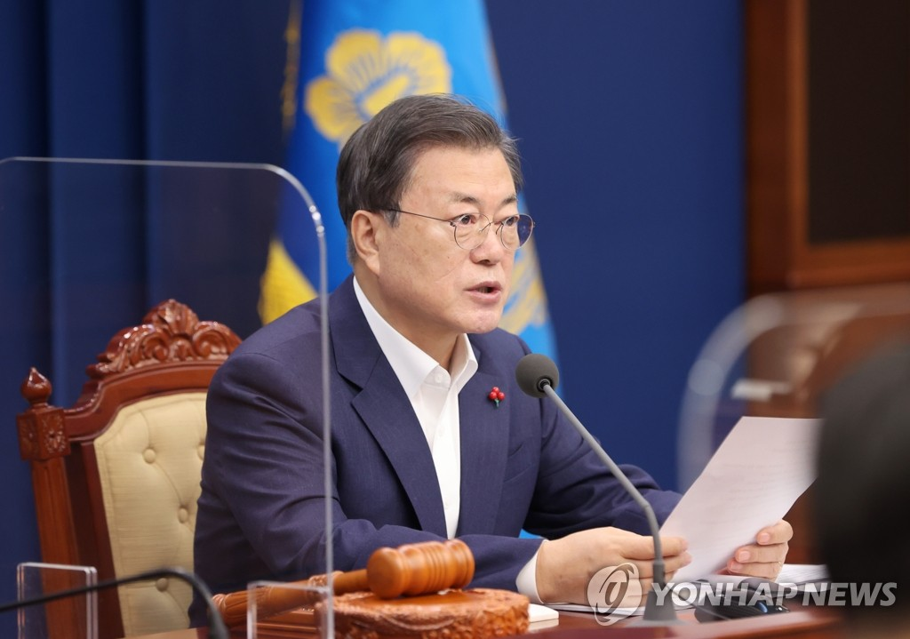 This file photo shows President Moon Jae-in speaking during a Cabinet meeting at the presidential office Cheong Wa Dae in Seoul on Jan. 5, 2021. (Yonhap)