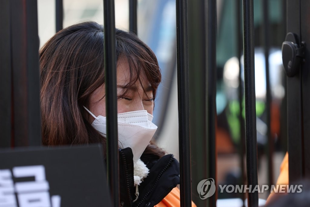 In this file photo, a member of a Pilates business owner association sheds tears during a press briefing held in front of the ruling Democratic Party's office in western Seoul on Jan. 5, 2021, to raise the issue of fairness regarding the government's social distancing guidelines for indoor sports facilities. (Yonhap)