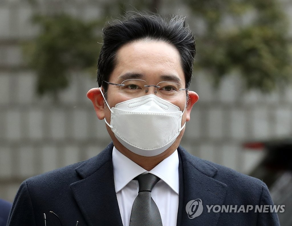This photo taken on Jan. 18, 2021, shows Samsung Electronics Vice Chairman Lee Jae-yong arriving at the Seoul High Court in Seoul. (Yonhap)
