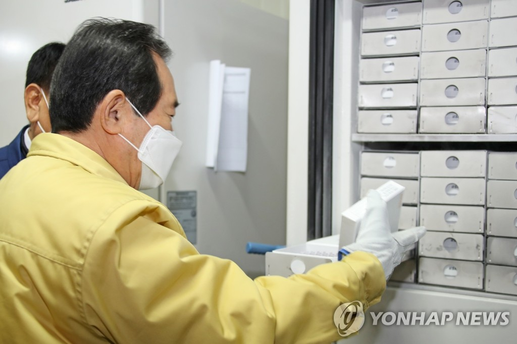 PM visits production facility for vaccine storage freezers