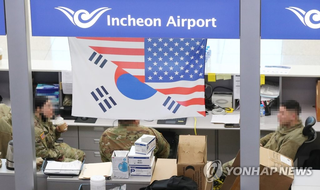This photo, taken on Jan. 26, 2021, shows U.S. service members at Incheon airport, west of Seoul. (Yonhap)