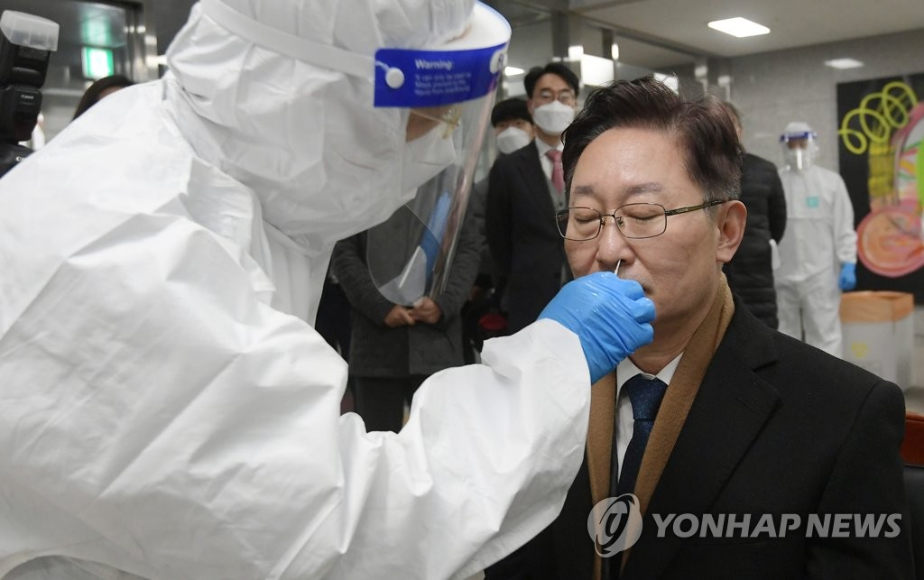 New Justice Minister Park Beom-kye gets a COVID-19 test at Dongbu Detention Center in southeastern Seoul on Jan. 28, 2021. (Yonhap)
