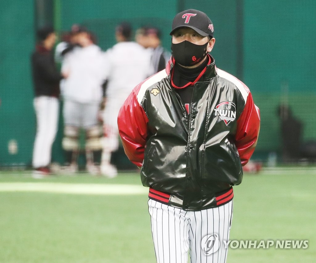In this file photo from Feb. 9, 2021, LG Twins' manager Ryu Ji-hyun watches his club during spring training at LG Champions Park in Icheon, 80 kilometers south of Seoul. (Yonhap)