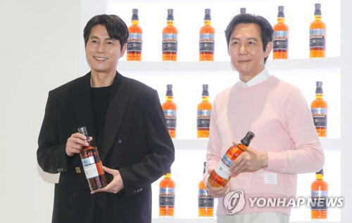 Lee Jung-jae et Jung Woo-sung
