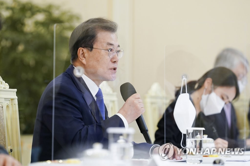 President Moon Jae-in speaks during a meeting with Costa Rican, Guatemalan and Colombian ministers, as well as Brazil's ambassador to South Korea, at Cheong Wa Dae in Seoul on March 16, 2021. (Yonhap)