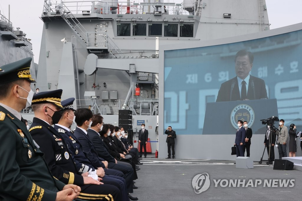President Moon Jae-in delivers a speech during an annual memorial ceremony for South Korean soldiers killed in three major clashes with North Korea in the Yellow Sea, including the Cheonan incident, at the Navy's 2nd Fleet Command in Pyeongtaek, 70 kilometers south of Seoul, on March 26, 2021. (Yonhap)
