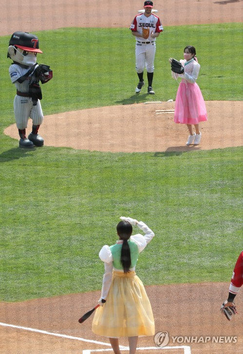 Ceremonial 1st pitch by Momoland's JooE