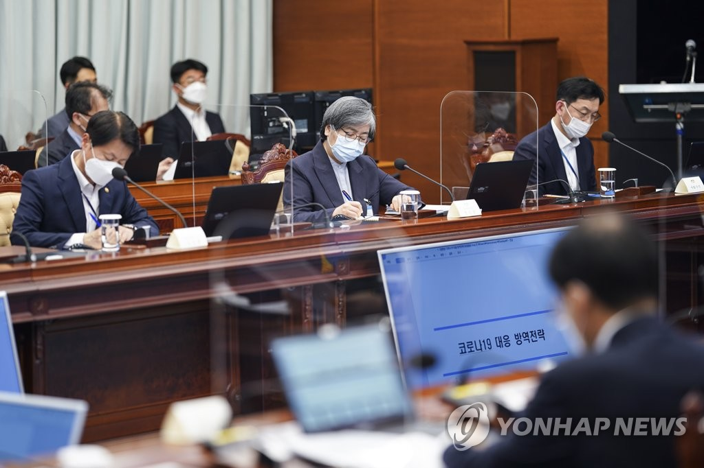 Jung Eun-kyeong (C), director of the Korean Disease Control and Prevention Agency, attends an interagency meeting on COVID-19 held at Cheong Wa Dae in Seoul on April 12, 2021. (Yonhap)