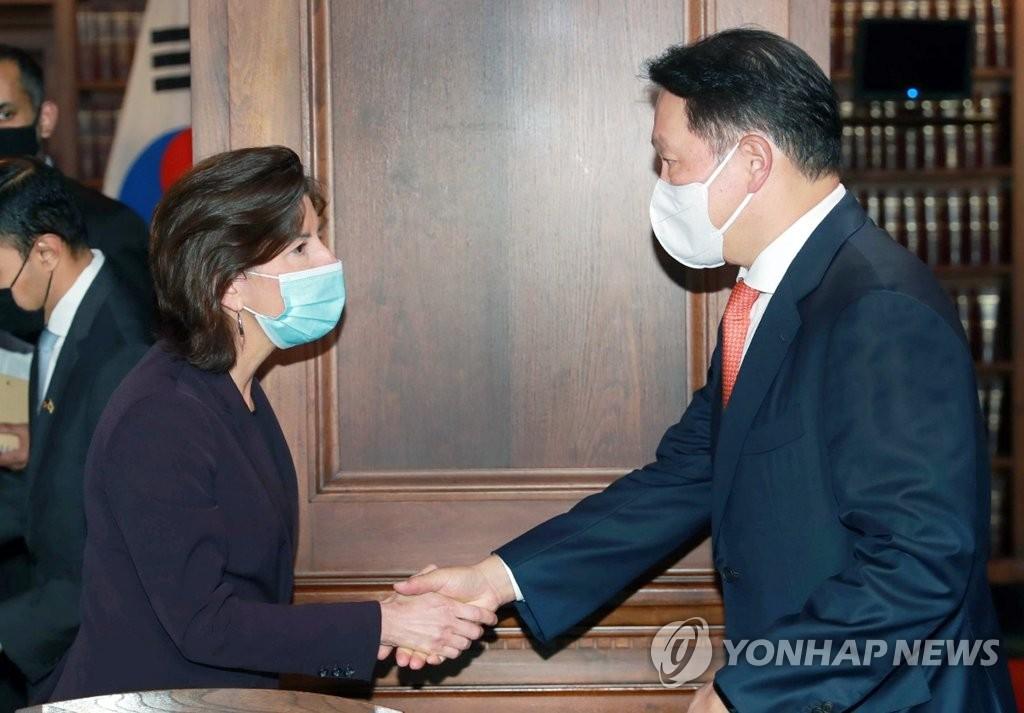 미 상무부 장관 만난 최태원 회장