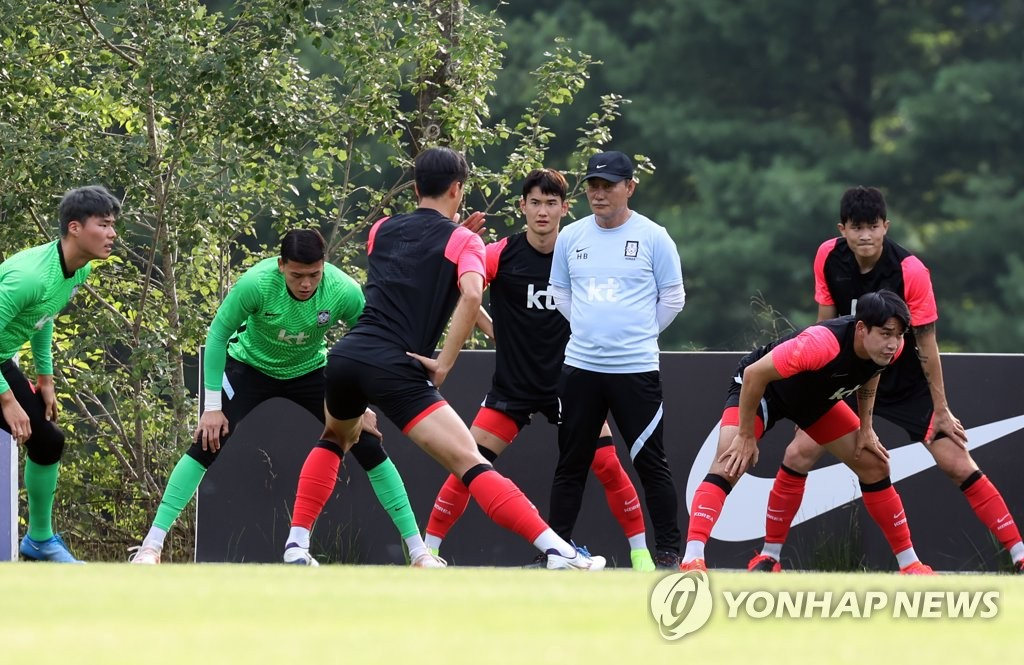 Members of the South Korean men's Olympic football team stretch before their practice at the National Football Center in Paju, Gyeonggi Province, on July 6, 2021. (Yonhap)