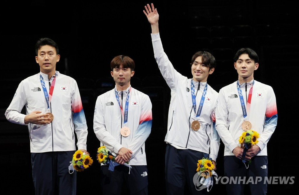 South Korean epee fencers Kweon Young-jun, Ma Se-geon, Park Sang-young and Song Jae-ho (L to R) pose with their bronze medal from the men's team event at the Tokyo Olympics at Makuhari Messe Hall B in Chiba, Japan, on July 30, 2021. (Yonhap)